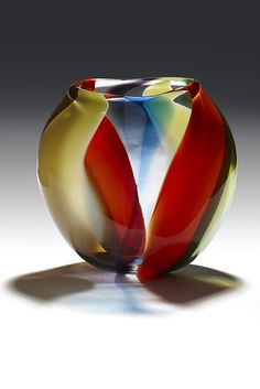 Glass, by its own nature, is an incredible and ideal material to work with, because many of its best qualities are present before creative ideas are expressed in it. Glass Structure, Blown Glass Art, Glass Vessel, Glass Collection, Glass Design, Glass Jewelry, Colored Glass, Flower Vases, Photo Art