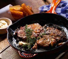 Kalfsribeye met knoflook, tijm en dikke frieten Catering, Om, Beef, Catering Business, Ox, Food Court, Steak