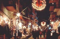 Walking through the village of Mont Tremblant during the winter holidays #Tremblant