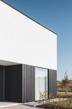 Unicus Blackout - Geens by Woodstoxx via Timber Architecture, Minimalist Architecture, Residential Architecture, Architecture Design, House Fence Design, Facade Design, Exterior Design, Wooden Facade, Modern House Facades