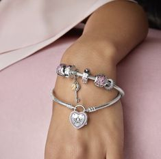 Lots of new stuff coming in from Pandora for this Valentine's Day! Here is one of their new bracelets where you can interchange the heart locket! #pandora #taraco #shoptaras #valentinesday #partofyourlovestory