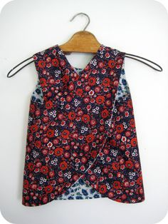 Now here is a truly reversible pinafore dress...with no ties, snap, or buttons.  YES!