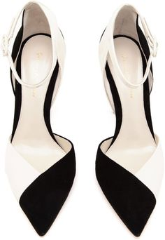Gianvito Rossi Pumps for Women - Gianvito Rossi shoes > high heels pumps. Black and white suede and patent leather. Pretty Shoes, Beautiful Shoes, Cute Shoes, Me Too Shoes, Patent Shoes, Patent Leather Pumps, Suede Leather, Leather Shoes, Dream Shoes