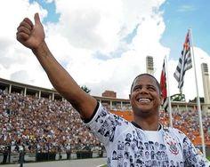 Marcelinho Carioca: era exímio cobrador de faltas e, segundo Felipão, ídolo inspirador de David Luiz.