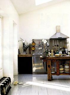 entrance table entrance table without wreath Chinoiserie Kitchen Interior Design kitchen kitchen Homey Kitchen, Paris Kitchen, Scandinavian Kitchen, Kitchen Living, Nice Kitchen, Room Kitchen, Kitchen Tools, Kitchen Rustic, Kitchen White