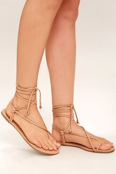 The Micah Nude Lace-Up Flat Sandals have us dreaming of tropical climates! From a toe loop upper, slender vegan leather straps (with gold aglets) cross and lace-up above the ankle.