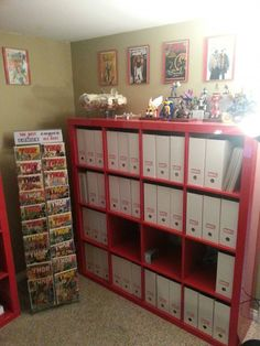 Design idea: Like the comics rack, and the binders. Ikea Storage, Storage Shelves, Storage Baskets, Storage Ideas, Food Storage, Binder Storage, Smart Storage, Comic Book Rooms, Comic Room