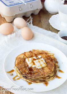 Just 4 Ingredients needed to make these Flourless Vanilla Ricotta Pancakes! They're low carb and gluten free!When all you need is just 4 ingredients to make a quick and easy breakfast, you never. Breakfast Low Carb, Keto Breakfast Smoothie, Breakfast Recipes, Pancake Recipes, Breakfast Bites, Ricotta Pancakes, Keto Pancakes, Pancakes And Waffles, Keto Donuts