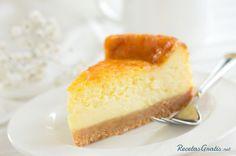 Aprende a preparar torta de queso con esta rica y fácil receta.  La tarta de queso es uno de los pasteles más apreciados en todo el mundo, pues ofrece todo un...