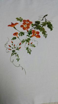 제가 좋아하는 분이 하시는 천아트공방입니다 연산동에 있어요. 연일 시장 근처.. 연산로터리에서도 가까워... One Stroke Painting, Fabric Painting, Fabric Art, Flower Embroidery Designs, Embroidery Applique, Watercolor Cards, Watercolor Flowers, Hand Painted Dress, Japanese Patterns
