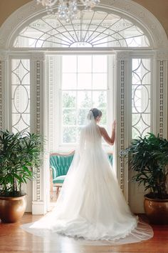 These formal bridal portraits are so beautiful at the Governor Thomas Bennett House in Chalreston, SC