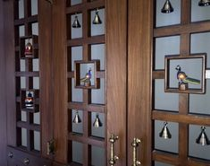 Here are some beautiful pooja room door designs for you. Choose any pooja room door designs from our collection and get it installed in your pooja room. Wood Design, Modern Design, Glass Design, Design Design, Bell Design, Design Room, Altar, Temple Room, Mandir Design