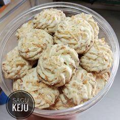 Sagu Keju Lumer by Ratna Cake Cookies, Potato Salad, Cookie Recipes, Cauliflower, Food And Drink, Potatoes, Meat, Vegetables, Ethnic Recipes