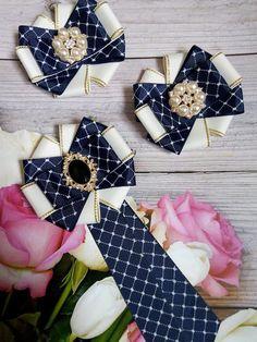 Канзаши Клуб Handmade Wire Jewelry, Handmade Accessories, Fabric Bows, Ribbon Bows, Hair Ribbons, Hair Bows, Ribbon Crafts, Fabric Crafts, Brooch Corsage