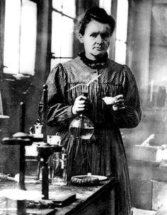Maria Skłodowska-Curie; polska noblistka (1903 r. oraz 1911 r.), wybitna uczona chemii i fizyki.