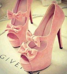 Zapatos rosas con moños