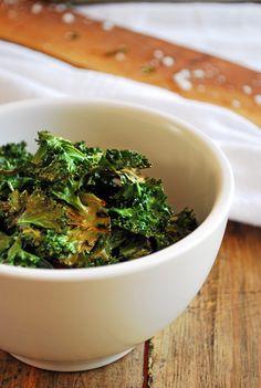 La botana perfecta para ver una peli con la familia, deliciosos y nutritivos chips de kale.