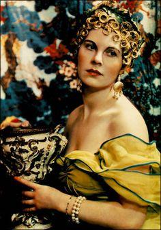 Madame Yevonde - Lady Alexandra Haig (Baroness Dacre) as Circe, 1935. Vivex Colour Process