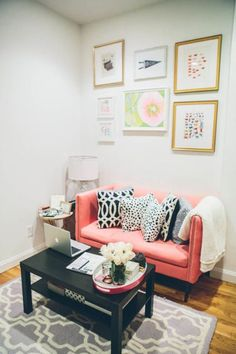 I Am Obsessed With This Living Room From The College Prepster Now How Do I Convince My Boyfriend To Buy A Pink Couch That Gallery Wall Tho