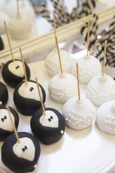Black & White Wedding - Bride & Groom Cake pops!