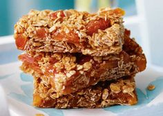 Quick, easy and guaranteed to sell faster than hot cakes! Here are the best-ever bake sale recipes to help you raise money at your next event. Bake Sale Recipes, Easy Baking Recipes, Yummy Treats, Sweet Treats, Yummy Food, Tasty, Flapjack Recipe, Runners Food, Peanut Butter Oatmeal Bars