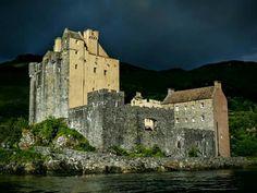 Eilean Donan Eilean Donan, Tower Bridge, Castle, Boat, Mansions, House Styles, Travel, Buildings, Twitter