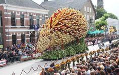 #Esculturas de Vincent van #Goh hechas con #flores (en el festival de #Zundert Flower Parade). #Hogaressauce.