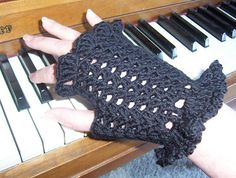 free pattern.  crochet fingerless handgloves with ruffled trim.  Ravelry: Mme Defarges Fingerless Gloves pattern by Kimberley Way