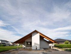 Katsutoshi Sasaki tops cross-shaped house with large overhanging roof