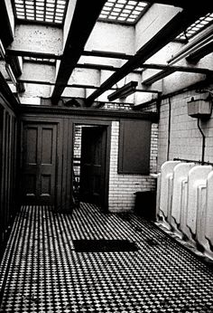 Toilet outside Christ Church, Spitalfields, This is now a night club called Public Life Vintage London, Old London, Commercial Bathroom Ideas, Wc Public, Public Bathrooms, Downstairs Toilet, Bathroom Toilets, Time Out, Tiny Living