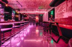 High End Bar/Club in Wien: No. 99 Honig und Tequila ziehen sich wie ein Roter Faden durch die stylische Souterrain-Bar in der Krugerstraße. Nightclub Bar, Nightclub Design, Cocktail Bar Interior, Pink Bar, Tequila, Bedroom Seating, Modern Bar, Sleepover Party, Rooftop Bar