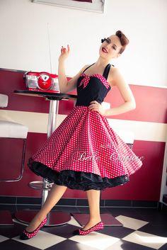 Schönes 50er Jahre Petticoatkleid Modell: M2-03-15 Das Petticoatkleid wird aus einem angenehmen Baumwollstoff gefertigt. Das Oberteil und die Nackenträger des Petticoat Kleides werden aus...