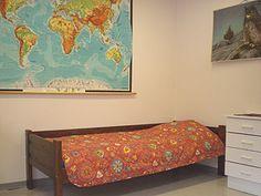 HUONE 1 (14 m²) Huoneessa 4 vuodepaikkaa, käytössä keittiö ja peseytymistilat