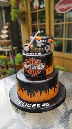 Torta de panqueque decorada para un motoquero