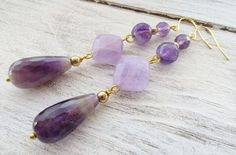 Amethyst earrings, purple drop earrings, gemstone earrings, dangle earrings, semi precious stone jewelry, summer jewelry, teardrop earrings Elegant drop earrings with faceted purple and lavender amethyst Glamour, chic, feminine ! Italian handmade jewelry Gold tone Earrings size: 3 inches - 8 cm - 6,1 gr. each Free gift box with every purchase Sofias Bijoux jewelry: http://www.etsy.com/it/shop/Sofiasbijoux ***************************** These jewels are handmade with semi...