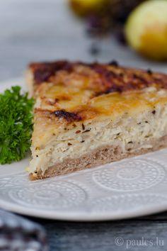 Sauerkrauttarte mit Munsterkäse Ich komme sofort zum Wesentlichen: diese Tarte ist sehr köstlich und auch Sauerkraut-Skeptiker lassen sich mit diesem Gericht überzeugen. Die leichte Säure, gemilder...