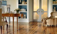 Ламинированные дубовые полы в кабинете в классическом стиле