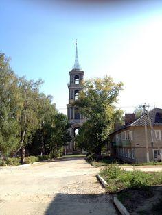 Полуразрушенная колокольня церкви Николая Чудотворца