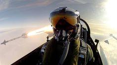 Selfies épicas: piloto de F-16 se autorretrata mientras dispara un misil