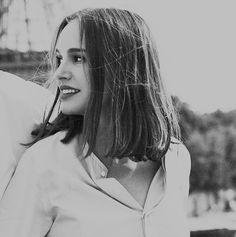 Natalie Portman Natalie Portman, Liam Neeson, Divas, Marvel Actors, Hollywood Celebrities, Celebrity Hairstyles, Woman Crush, Hair Lengths, Pretty People