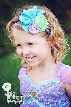 Mermaid Headband Hair Bow Mermaid costume by LittlePearlBoutique, $13.00 Ribon Flowers, Flowers In Hair, Fabric Flowers, Little Mermaid Parties, Ariel The Little Mermaid, Cute Headbands, Diy Headband, Mermaid Outfit, Cute Bows