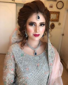 Loved dolling Arooj up , this traditional Kashmiri girl looked amazing in her contemporary bridal makeup and styling 💖💖 Pakistani Engagement Hairstyles, Pakistani Bridal Makeup Hairstyles, Indian Bridal Makeup, Bridal Makeup Looks, Best Wedding Hairstyles, Pakistani Bridal Dresses, Bride Hairstyles, Bridal Looks, Bridesmaid Hairstyles
