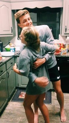 45 Cute And Sweet Teenage Couple Relationship Goals You Aspire To Have - YoGoodLife Cute Couples Photos, Cute Couple Pictures, Cute Couples Goals, Cute Photos, Couple Pics, Couple Things, Retro Pictures, Couple Shoot, Couple Goals Relationships