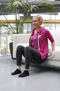 Helppo ja tehokas neljän liikkeen kotitreeni – tarvitset vain sohvan - Hyvä olo - Ilta-Sanomat Health Fitness, Bomber Jacket, Exercise, Athletic, Workout, Zip, Sports, Jackets, Fashion