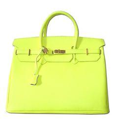 En la nueva colección de bolsos y complementos de Poète encontrarás un montón de opciones flúor. http://www.marie-claire.es/moda/tendencias/fotos/caprichos-para-regalar-el-dia-de-la-madre/poete1-1
