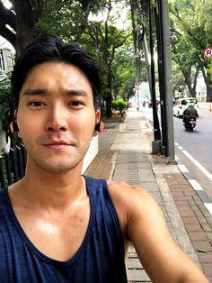 that sweat looks🔥 Choi Siwon, Lee Donghae, Leeteuk, Heechul, Super Junior, Novel Wattpad, Korean Photoshoot, Yoona Snsd, Asian Eyes