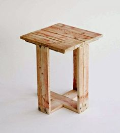Small Pallet Table.  #pallets  #table