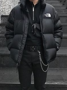 All black outfit combined with The North Face jacket and Alyx belt Mode Outfits, Casual Outfits, Fashion Outfits, Hipster Outfits Men, Fashion Sites, Fashion Guide, Urban Outfits, Dress Casual, Mode Streetwear
