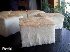 """Bica de Laza Dukan Ingredientes: 6 claras montadas a punto de nieve con una pizca de sal y una pizca de edulcorante, 210 grs de maicena, 2 sobres de gasificantes"""" uno blanco y otro morado"""" yo los compro en Mercadona, 2 cucharaditas de moka de levadura química estilo royal, 125 grs de yogur natural y edulcorado, 80 grs de queso de untar ligth, 10 cucharadas de edulcorante en polvo"""" yo del Día """" 2 cucharadas de edulcorante en polvo para espolvorear por encima en el momento de entrar al horno."""