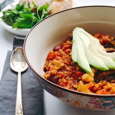 Healthy, hearty Veggie Quinoa Chili - full of plant based protein, iron, fibre and antioxidants! The perfect winter bowl to warm your soul and fill you with delicious nutrition. #vegan #plantbased #eatclean #healthy #recipe